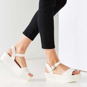 BC footwear Feline Flatform in white